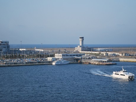 Kobe Airport Adopts Resolution to