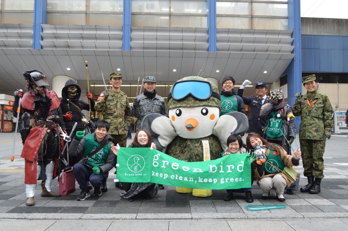 自衛隊、リアルライフヒーロー、赤羽チームがJR赤羽駅東口に集まった