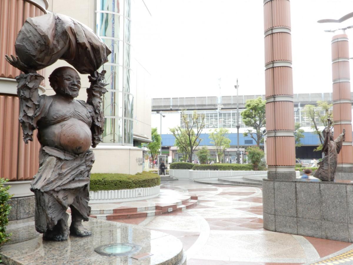 会場となる「七福神広場」には七福神のオブジェが並んでいる