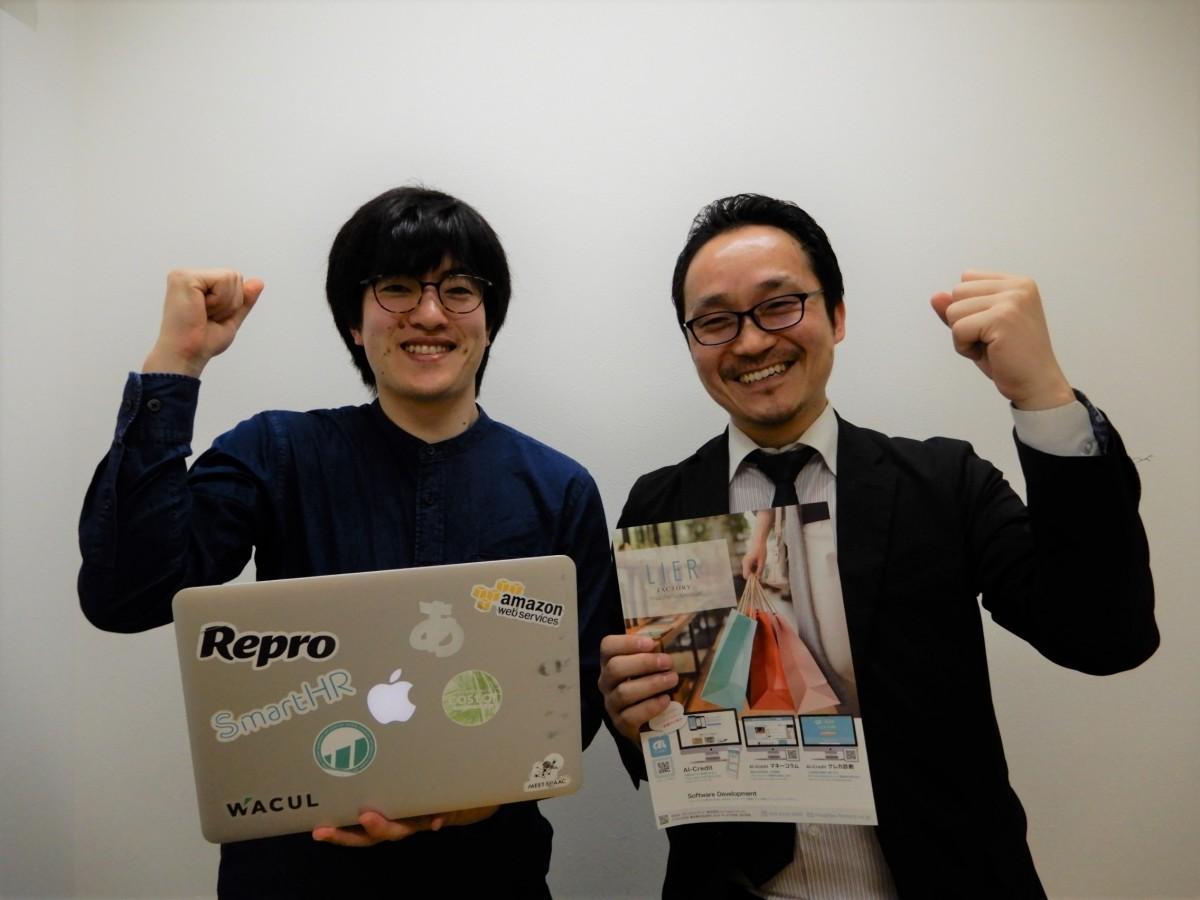 荒井社長(右)と開発責任者の足澤さん(左)