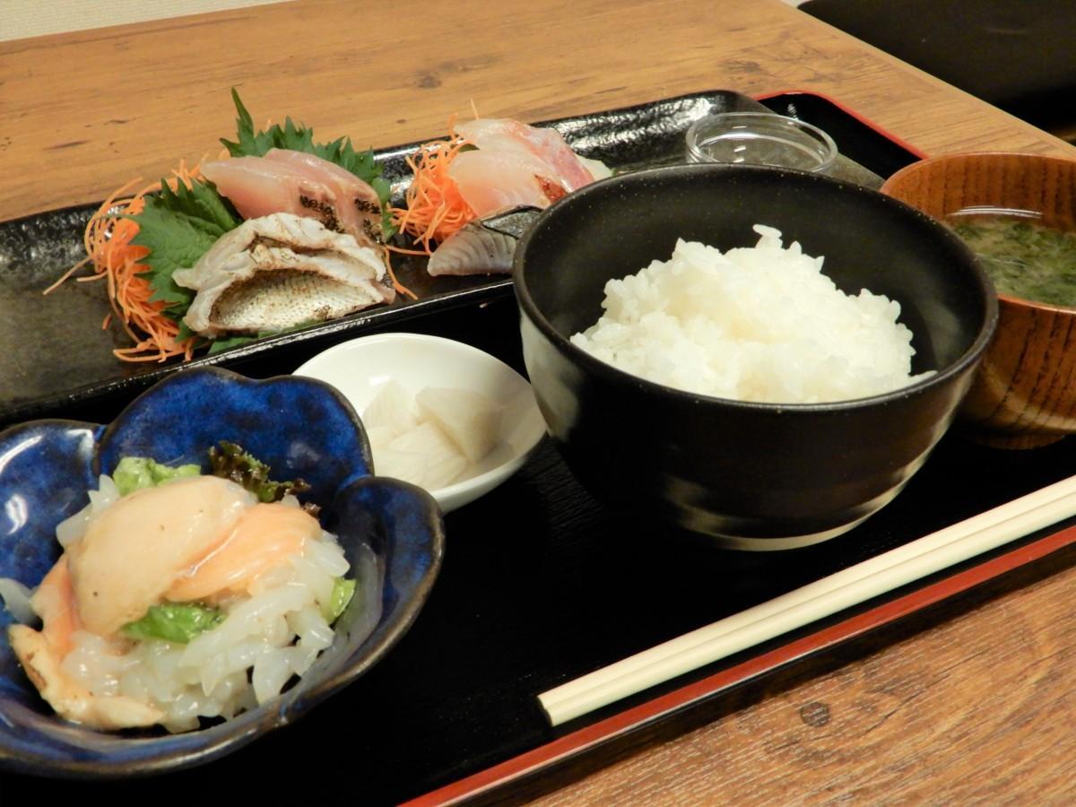 ランチの「限定5食 産直鮮魚のお刺身定食」