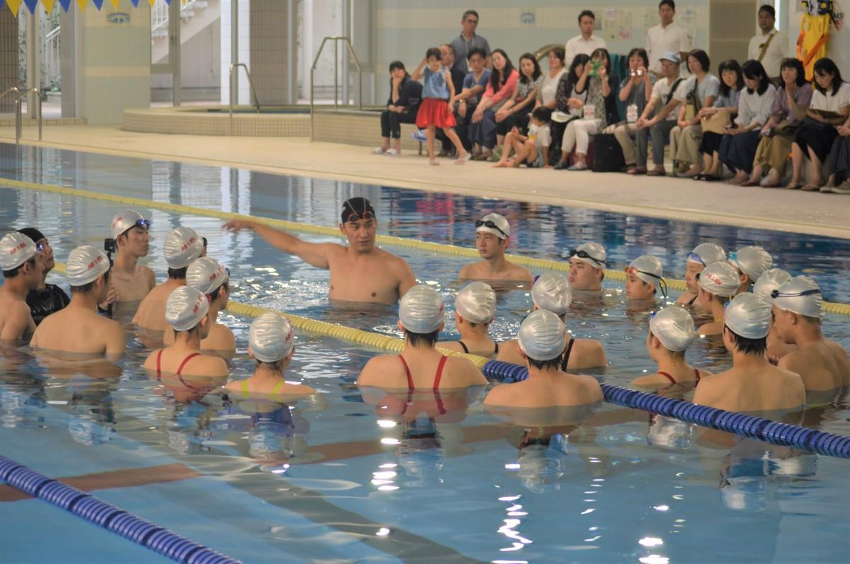 味の素トレーニングセンター アスリートが使用するプールで指導が行われた