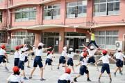 北区の小学校で世界共通運動プログラム 「走る」「跳ぶ」「投げる」アスリートが直接指導