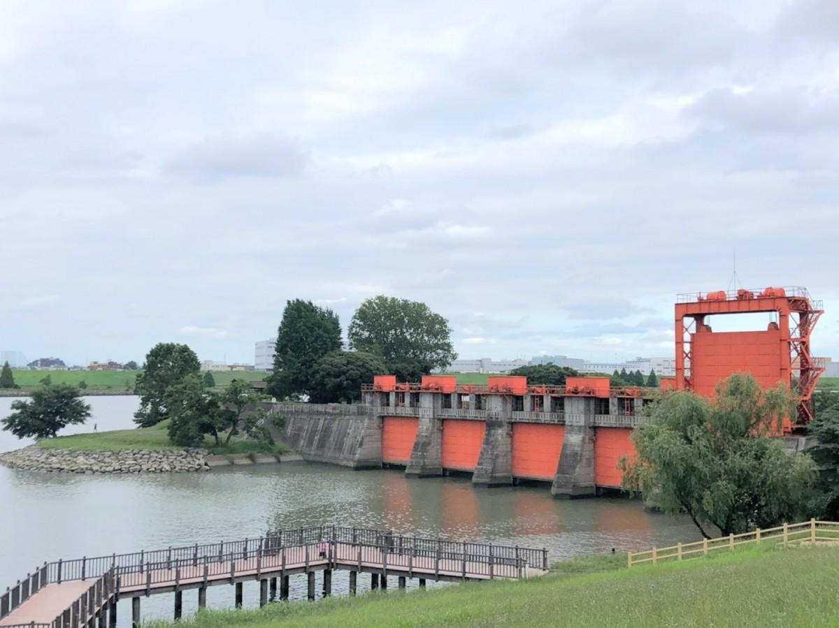 打ち上げが予定される荒川河川敷・岩淵水門周辺