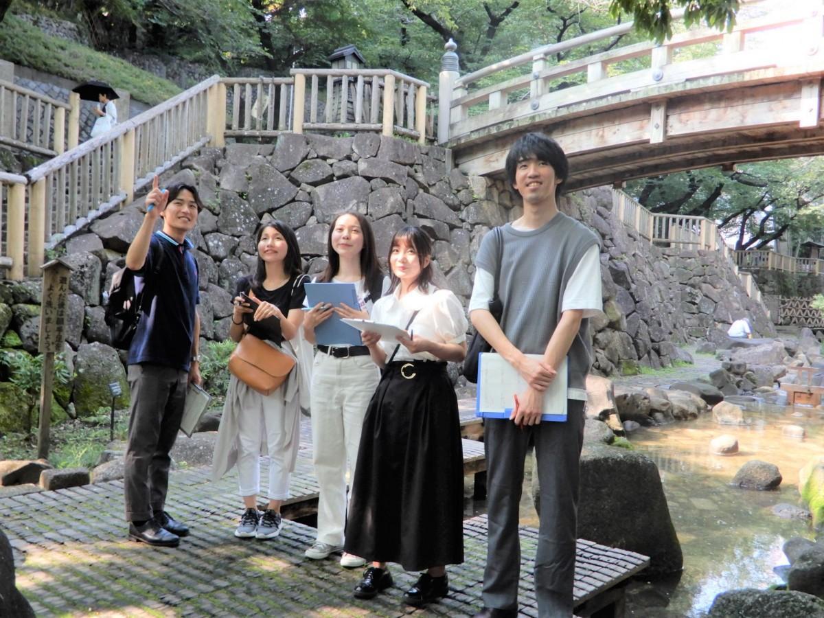 「U-KISS」と「O-KISS」のメンバー 音無親水公園で