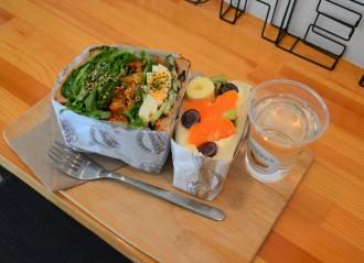 赤羽の専門店が新商品「かき揚げサンドイッチ」 野菜と共にサンド