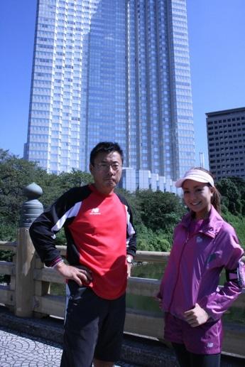 「アカサカランナーズ」のイメージ写真。左はトレーナーの内山雅博さん。