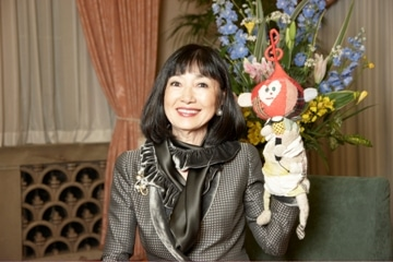 首相公邸の収録現場で歌声を披露した鳩山幸総理夫人。©日本ユニセフ協会