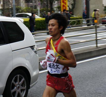10区を走る甲岡昌吾さん
