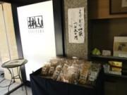 「赤坂柿山」が被災者復興支援-義援金商品販売、おかきの支援物資も