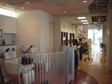 震災後は飲食店のみならず、美容室も客数が大幅に減少した