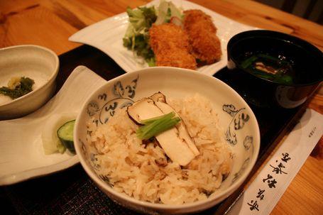 松茸の形をしたクリームコロッケをあしらった「松茸クリームコロッケ御膳」(1,050円)