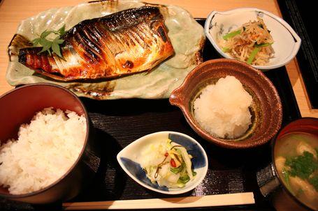 料理長の佐藤さんが「OLの方などに人気」と語る「銀サバ定食」(1,100円)