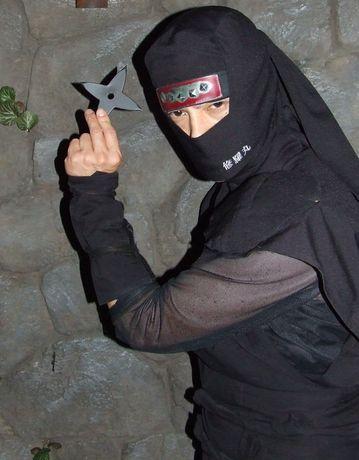 エントランスから忍者が店内を案内。リクエストすれば記念撮影もできる