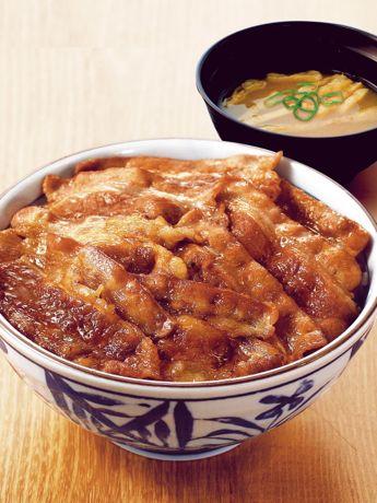 注文を受けてから肉を焼き上げる「元祖焼き牛丼」
