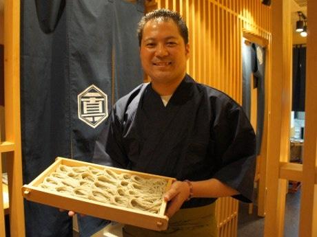 「へぎそば」を提供する店主の吉原慎太郎さん