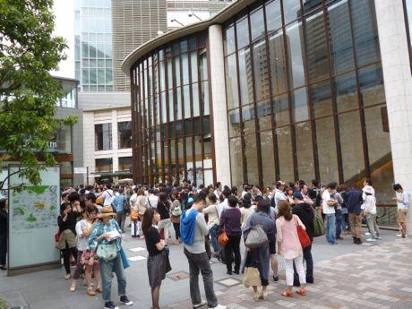 TBSストア赤坂店の前にできた行列