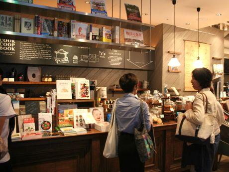 店内には食に関する本が所狭しと並ぶ