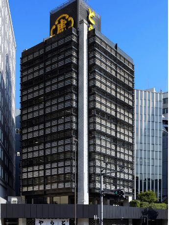 行灯をビル全体のモチーフとして誕生した虎屋ビル