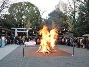 今年も乃木神社で「鏡開き」 どんと焼き神事や鏡開き体験も