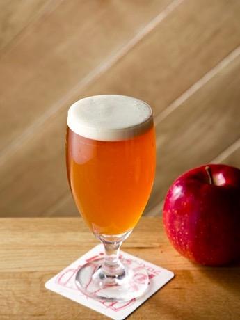 リンゴの甘みとザクロシロップの酸味が特徴の「アダム」