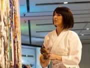 東京ガーデンテラス紀尾井町で「美しすぎる銅版画家」小松美羽さんが描画を披露