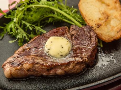 「ニュージーランド産放牧草牛 サーロイン」は100グラムから注文できる