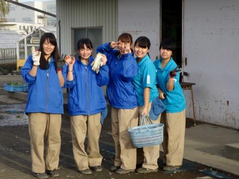 赤坂で群馬の高校生が野菜を手売り 生徒が育てたとれたての野菜を販売