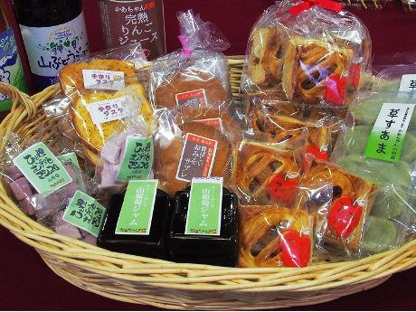 東京ガーデンテラス紀尾井町で「長野県豊丘村物産展」 「雑穀ポップバー」など特産品を並べる