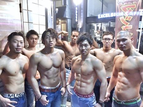 赤坂の「マッスルバー」が客と筋肉トレ対決企画 勝てば1500円で飲み放題