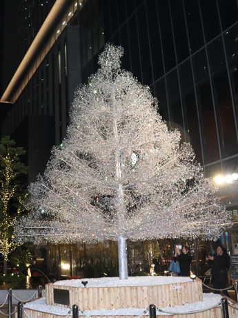 箱根ガラスの森美術館とコラボした「クリスタルツリー」