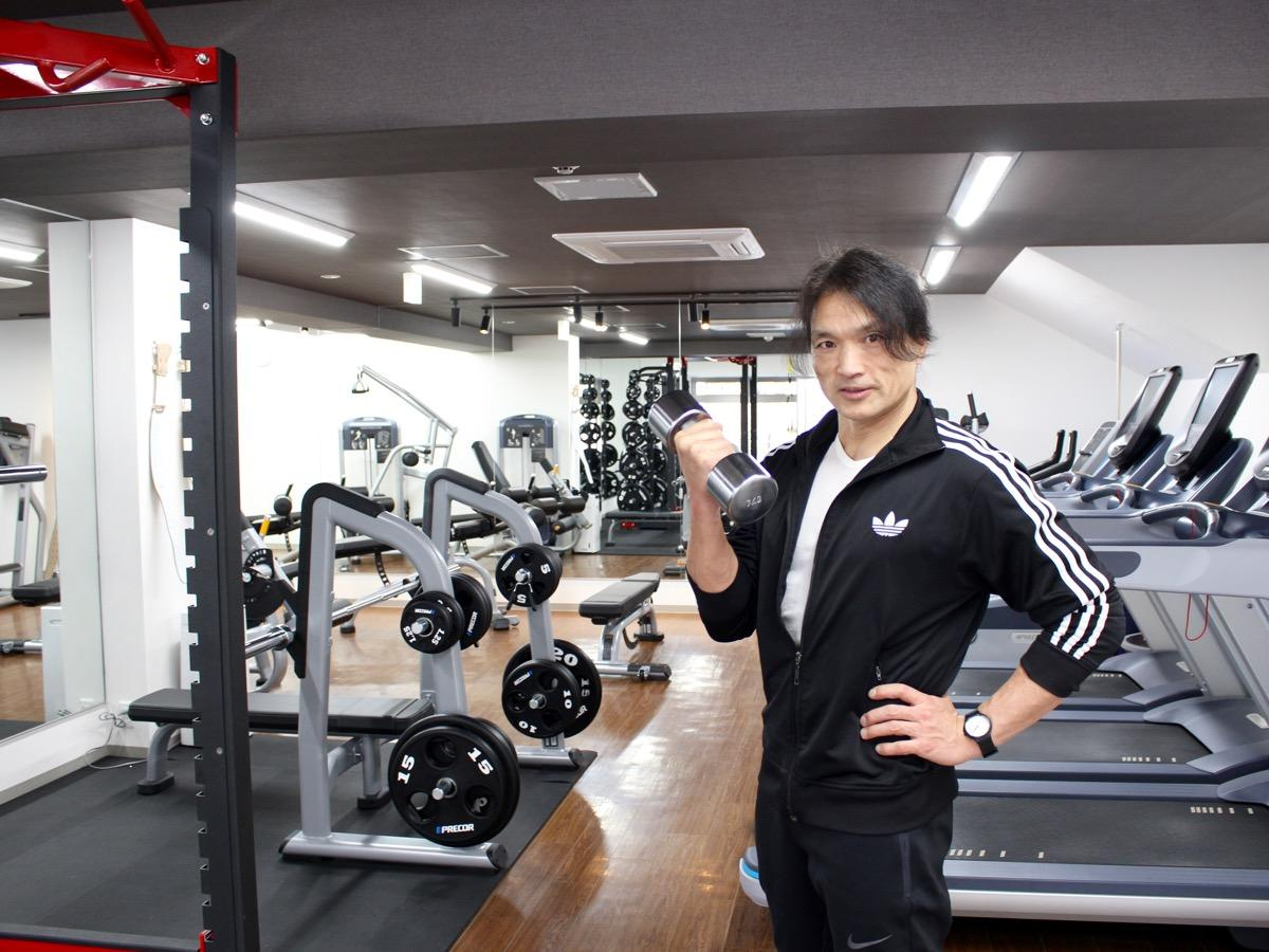「トレーニングをすることでよりアクティブになってほしい」と話すAKIRAさん