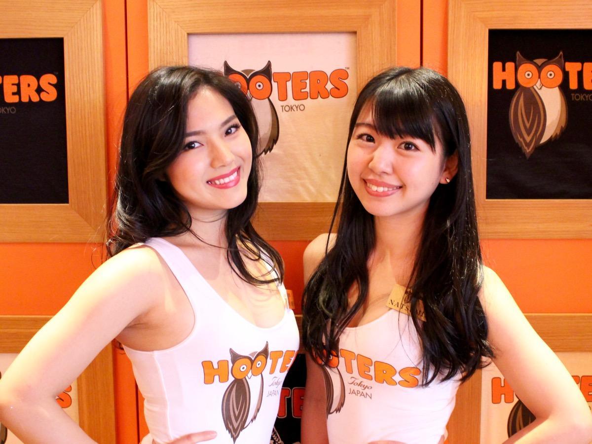 「ミスフーターズコンテスト」初出場のNANAKO.Mさん(左)と6回目の出場となるNATSUMIさん