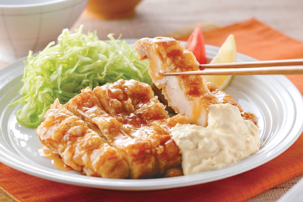 同店の人気メニュー「チキン南蛮定食」