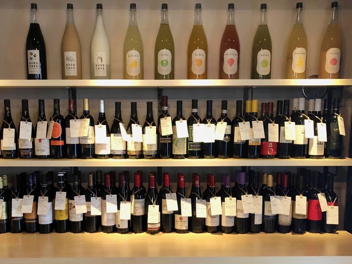 世界中の100種類のワインを用意する同店