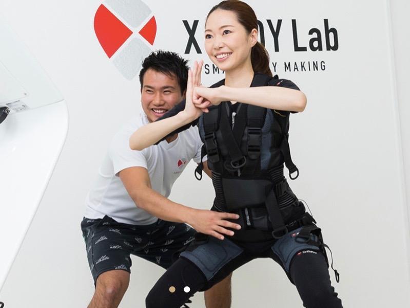 専用スーツを着用してトレーニングを行う「X BODY Lab 赤坂」