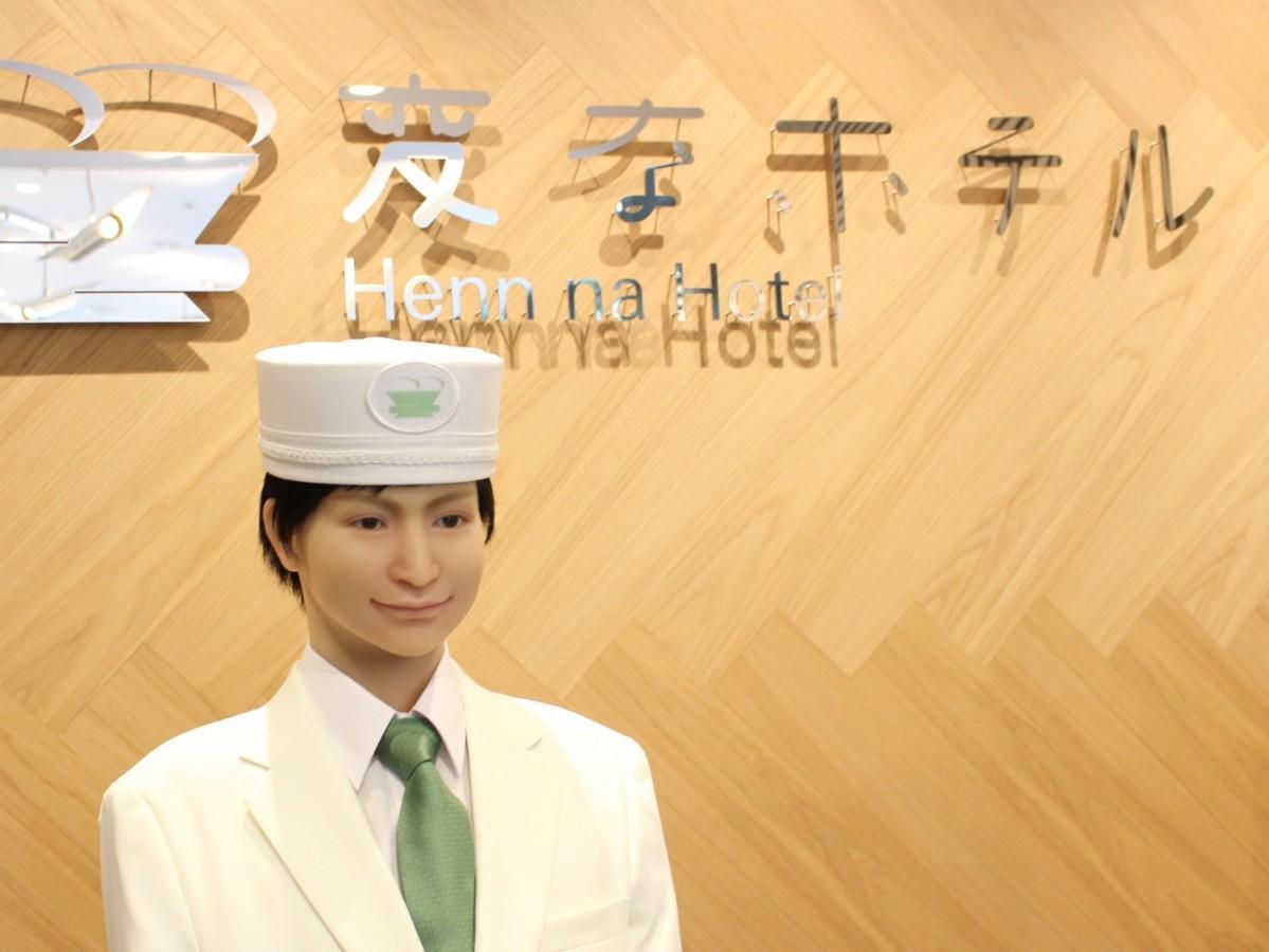 ロボットが接客する同ホテルのフロント