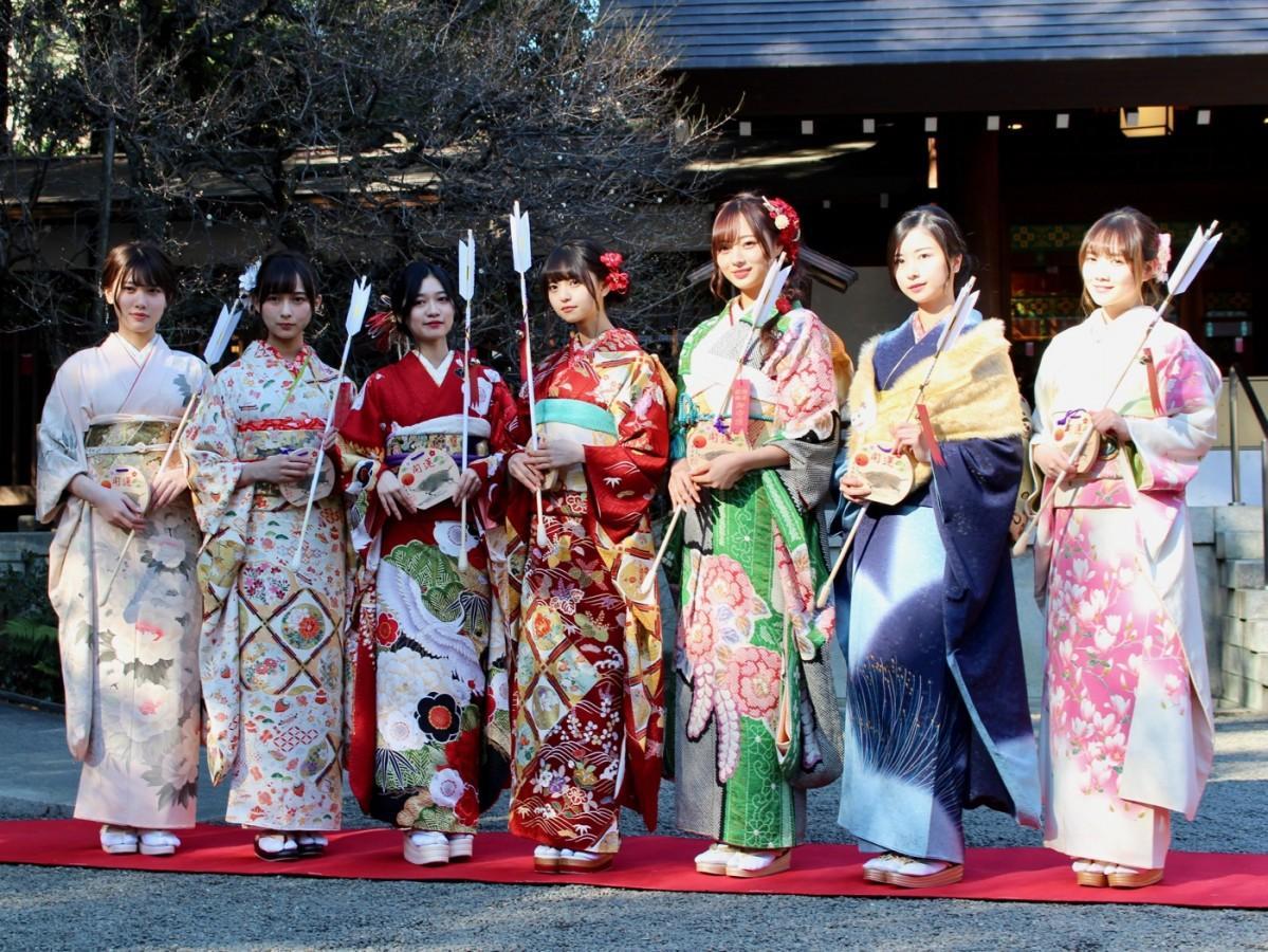 (左から)伊藤純奈さん、鈴木絢音さん、寺田蘭世さん、齋藤飛鳥さん、梅澤美波さん、佐々木琴子さん、田村真佑さん