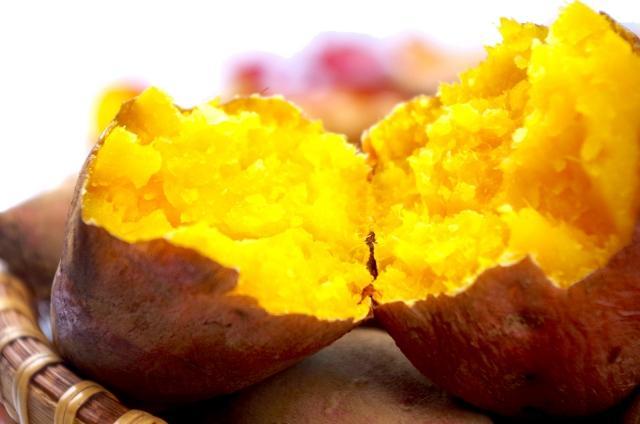 産地別の「焼き芋食べ比べ」では5種類のサツマイモを用意する