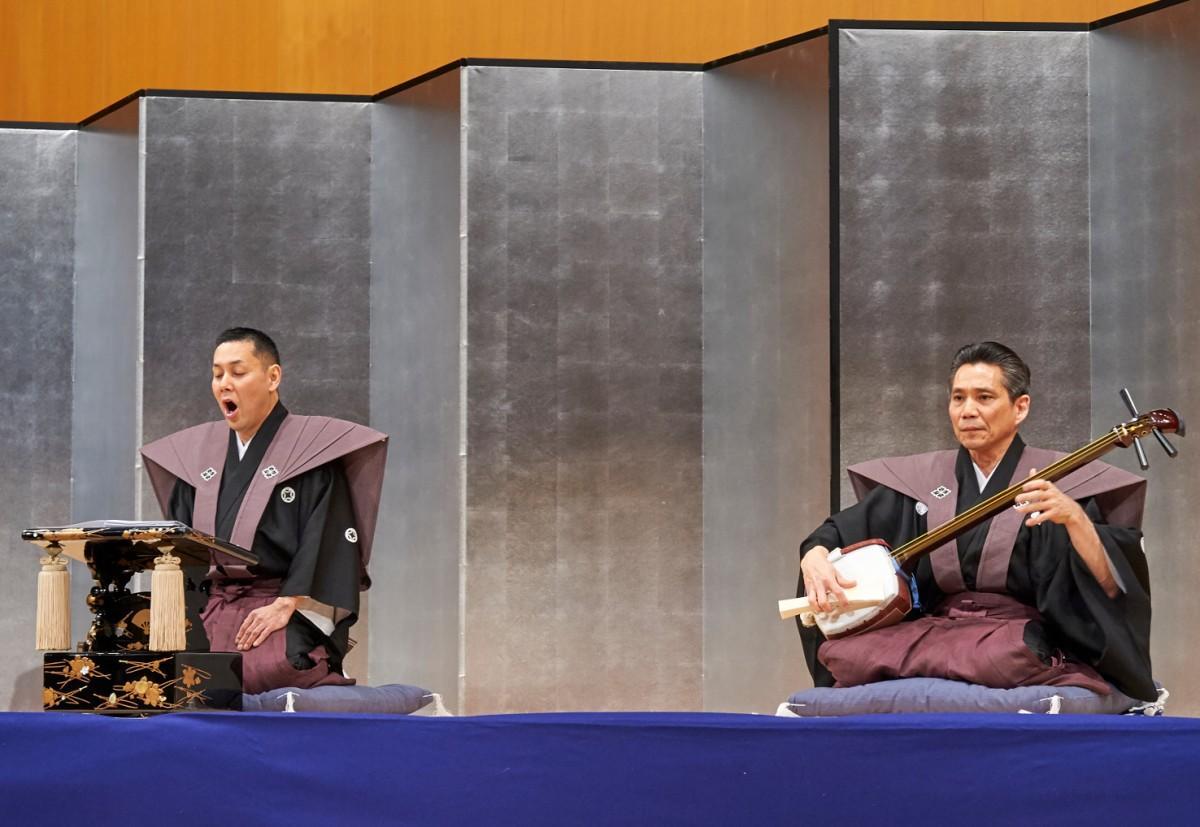 (画像左)豊竹呂勢太夫さんと(画像右)鶴澤燕三さんが同ホールで共演した時の様子