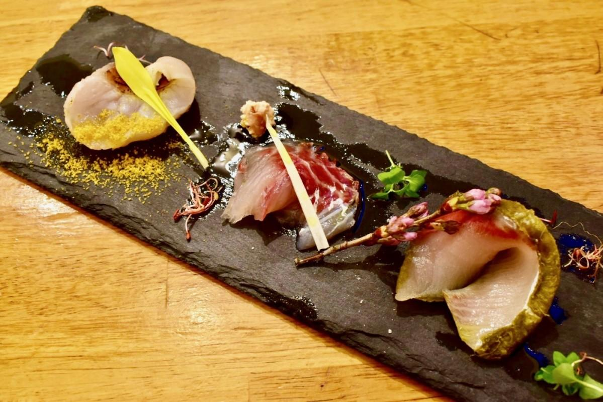 同店が提供する看板メニュー「厳選鮮魚のカルパッチョ」