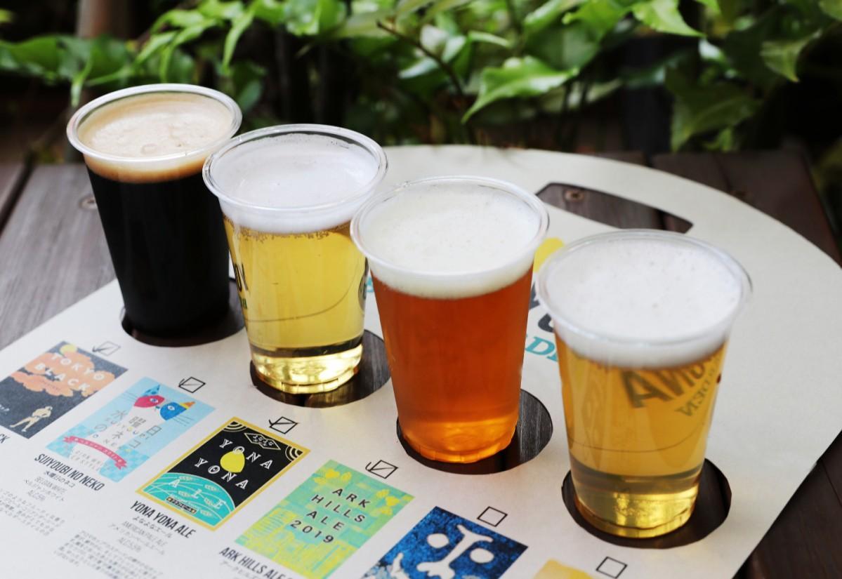 「4種の飲み比べセット」の専用ホルダーはテーブルの上に置くコースターとしても利用できる