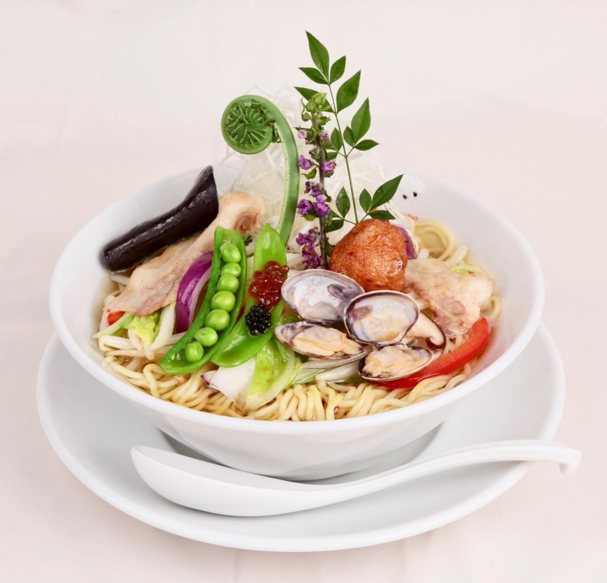 同店が提供するキャビアを使ったラーメン「贅沢浅利湯麺」