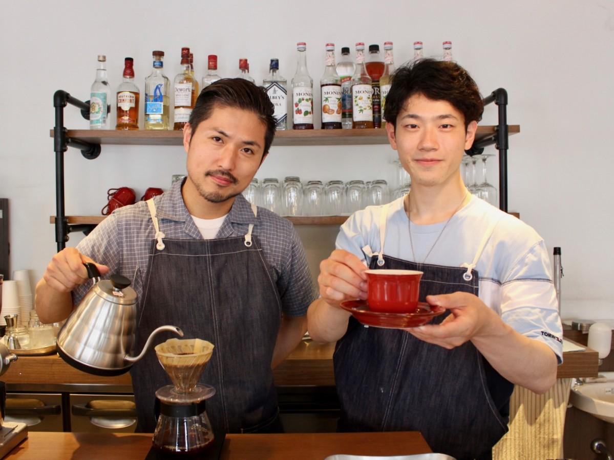 佐々木店長(左)とバリスタの堀口さん