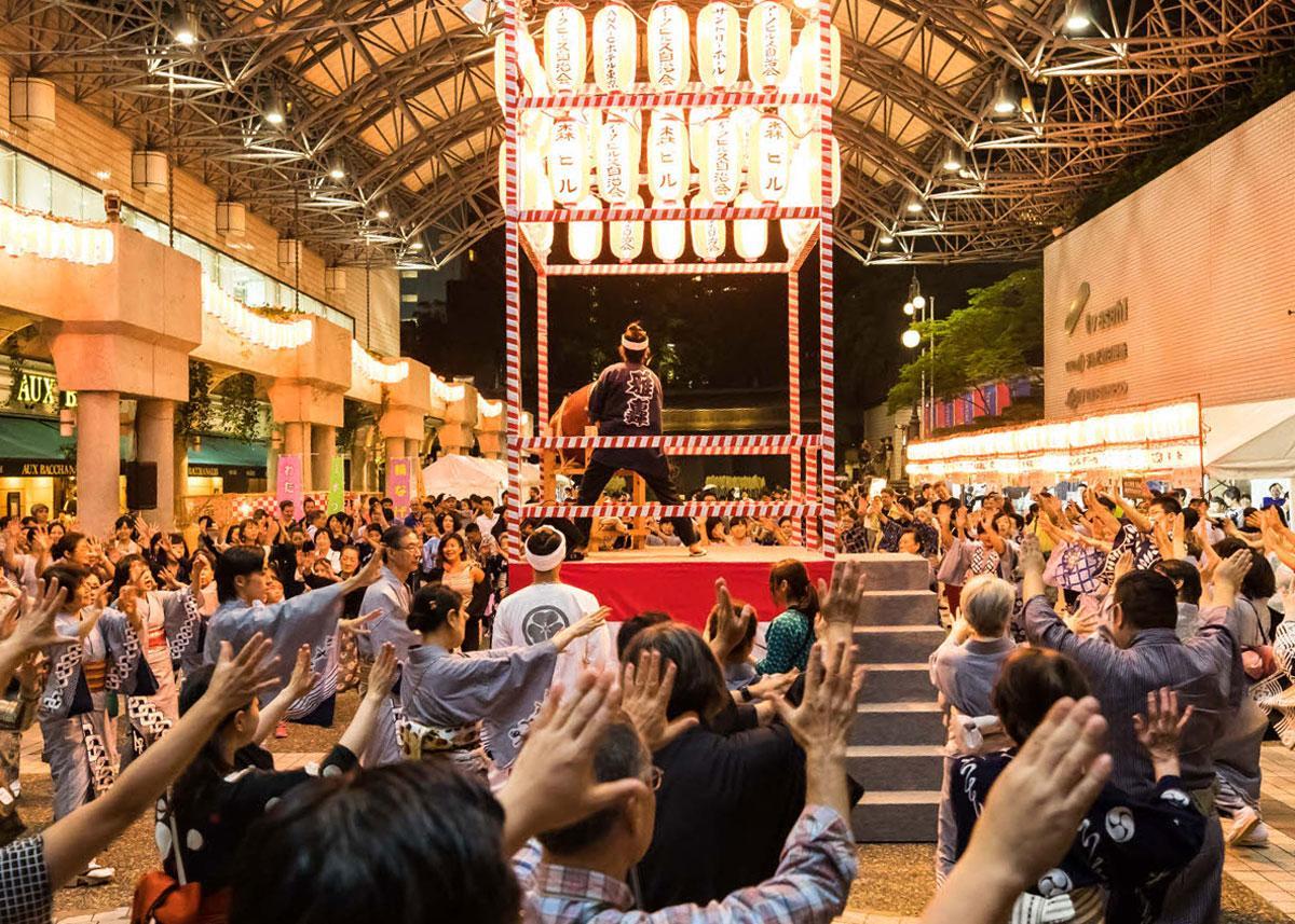 アーク・カラヤン広場での盆踊り様子