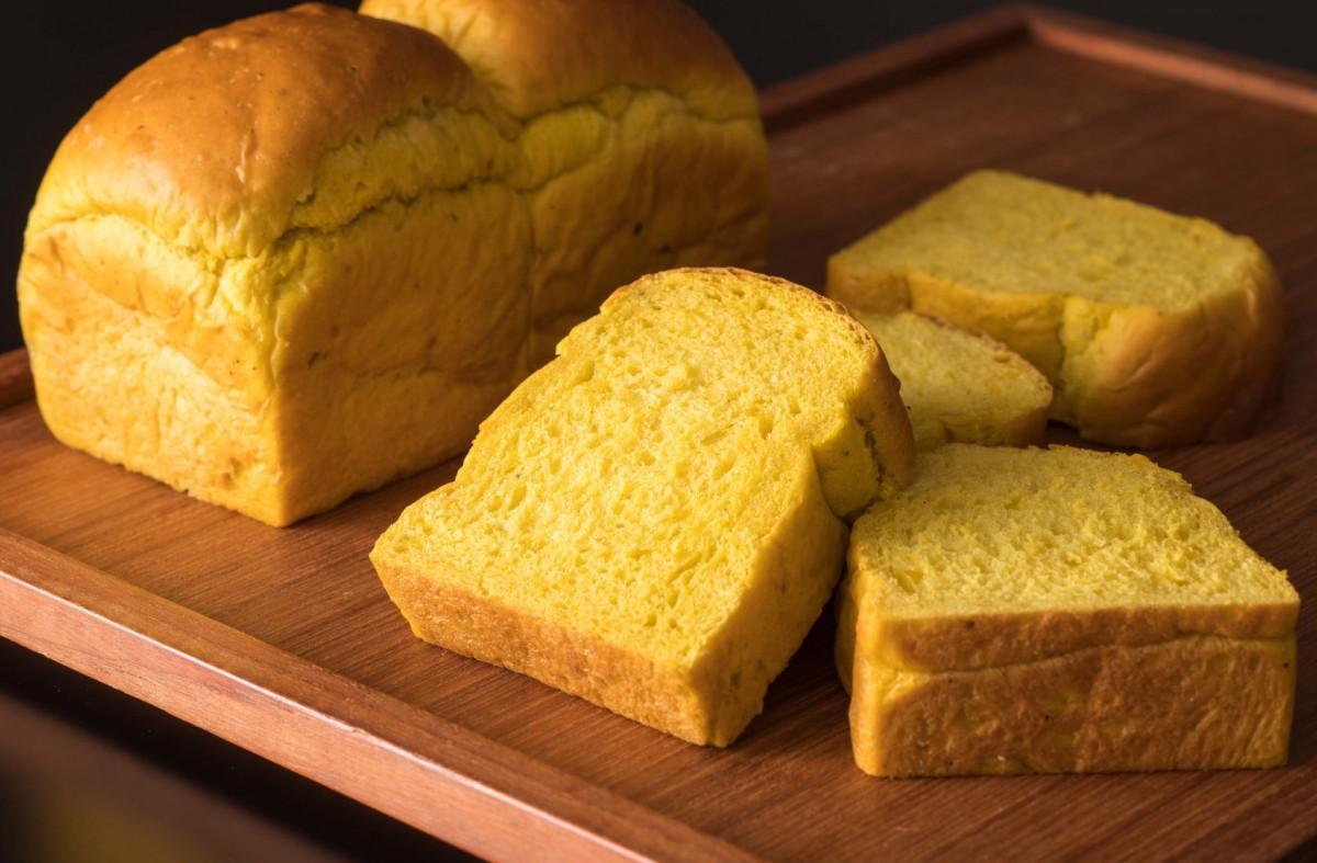 北海道産栗カボチャを皮ごと生地に練りこんだ「かぼちゃ食パン」
