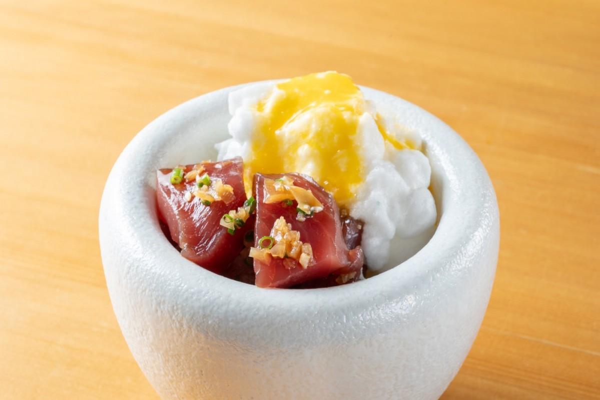 「泡立て出汁卵白の卵かけ寿司」
