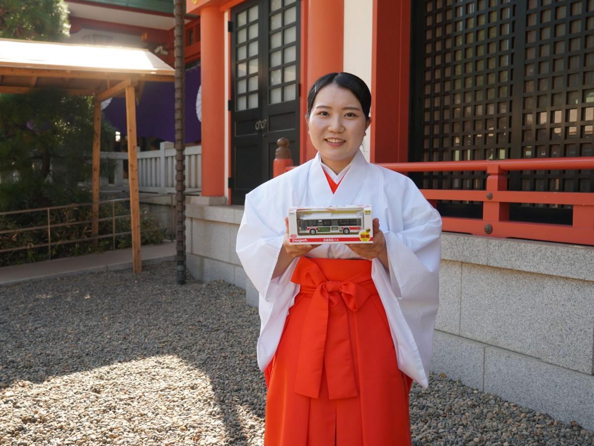 同神社で研修を受ける霧島神宮でみこ長を務める川崎志保さん