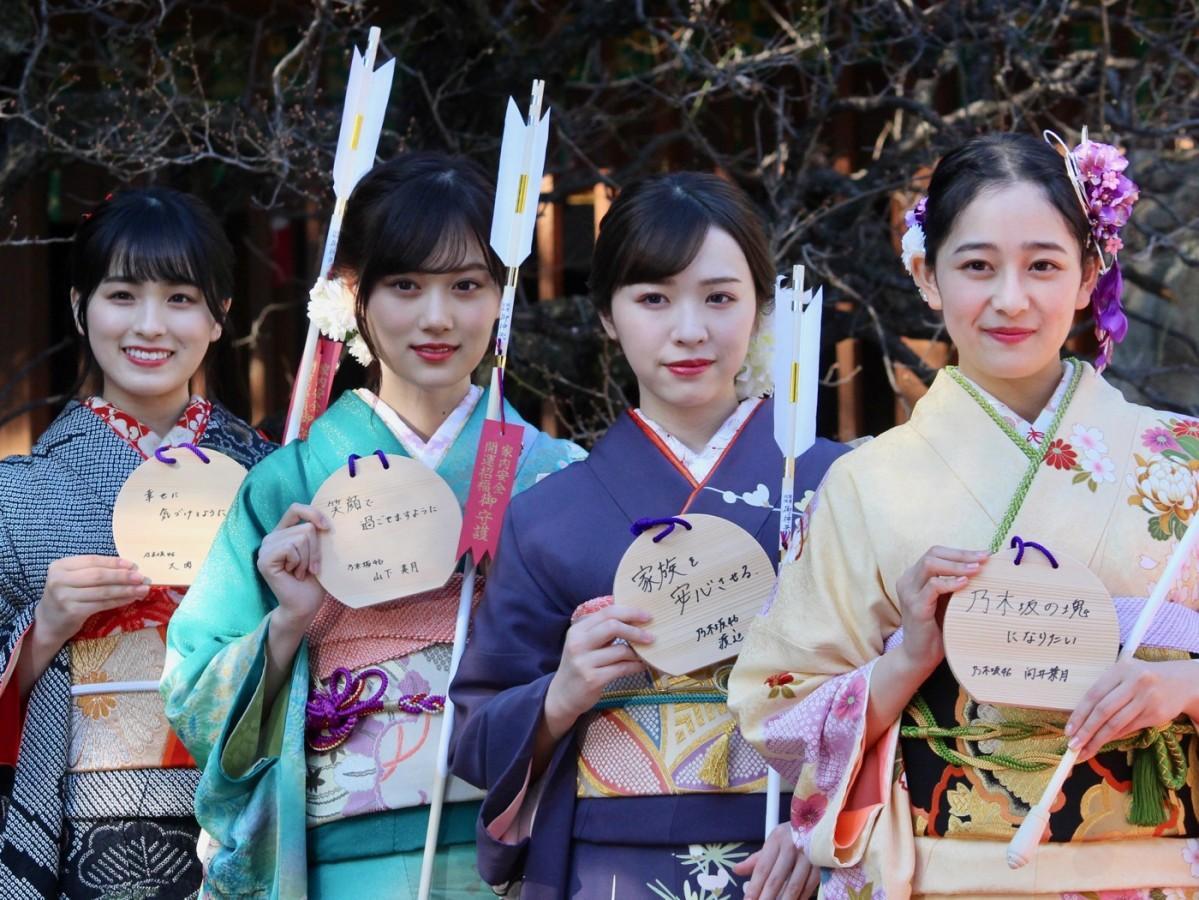 (左から)大園桃子さん、山下美月さん、渡辺みり愛さん、向井葉月さん