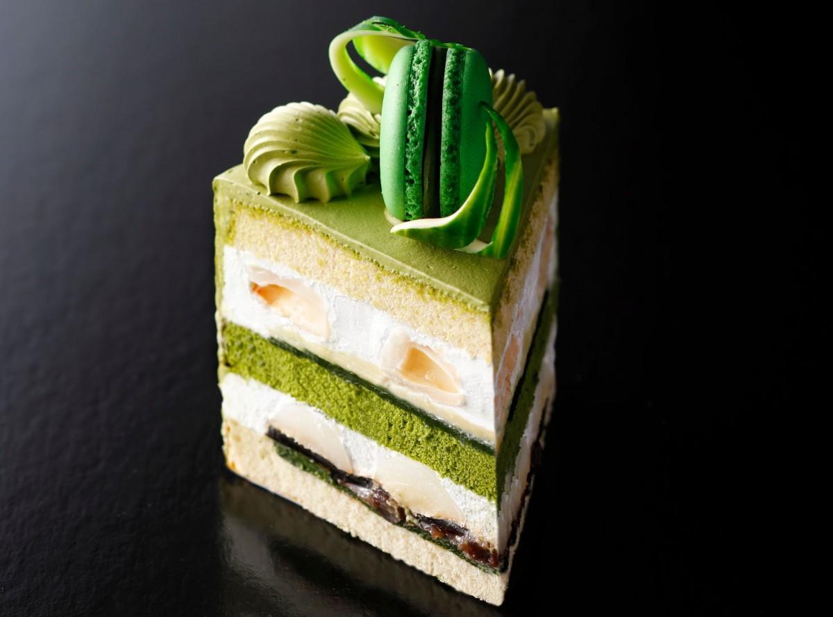 抹茶のマカロンを添えた新作の「新edo抹茶ショートケーキ」